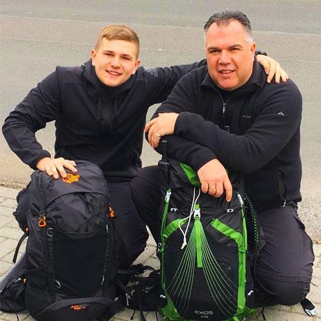 Marco Janck mit Sohn Jakobsweg